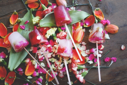 8 DIY projects for mother's day // Edible Flower Ice Pops