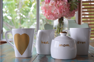 8 DIY projects for Mother's Day // Personalized Tea Set