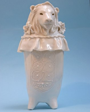 DesignJoyBlog_Sophie_Woodrow_lion-porcelain-animals