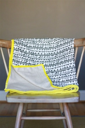DesignJoyBlog_DIY Throw Blanket 5