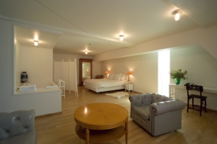 DesignJoyBlog // Lloyd hotel Amsterdam 5 star room room - Allard van der Hoek